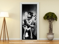 Türtapete Türposter TOILETTE FRAU TRINKT UND RAUCHT selbstklebend 205 x 88 cm